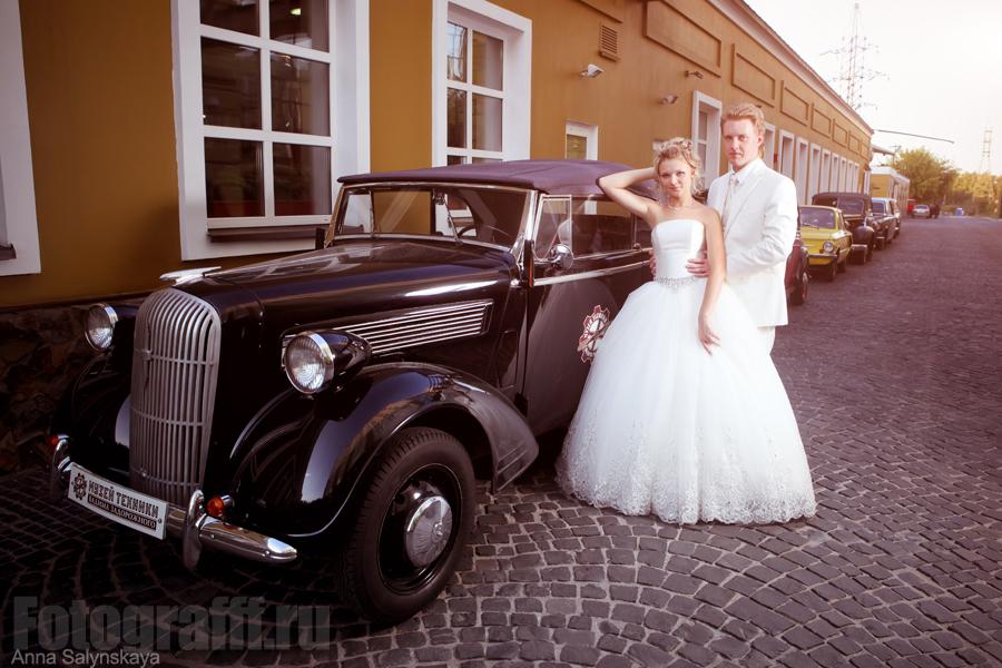 свадебная фотосессия с автомобилем