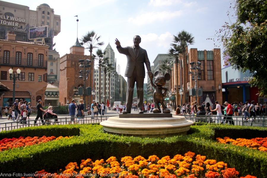 Статуя Уолта Диснея