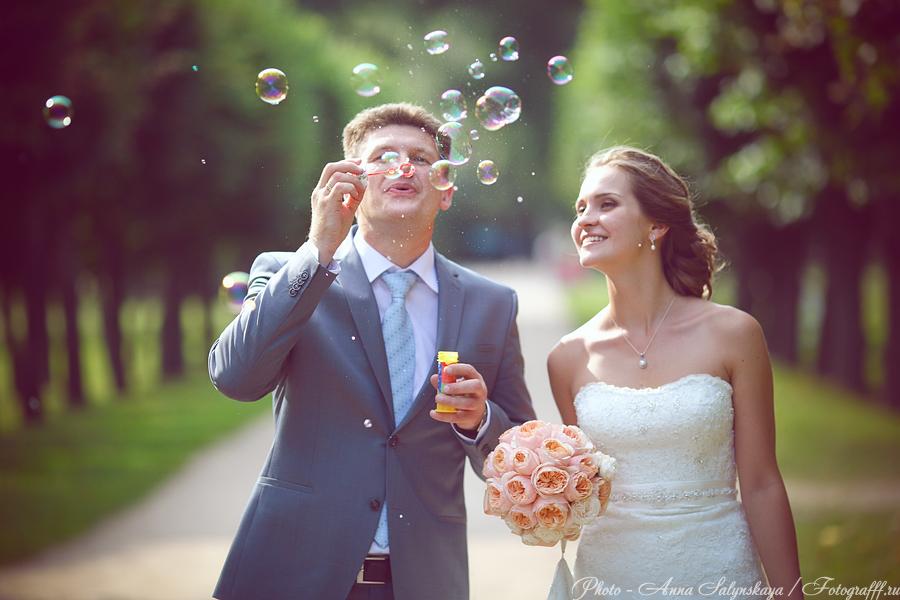 свадебная фотосессия с мыльными пузырями